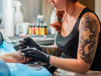 How much should you tip a tattoo artist?